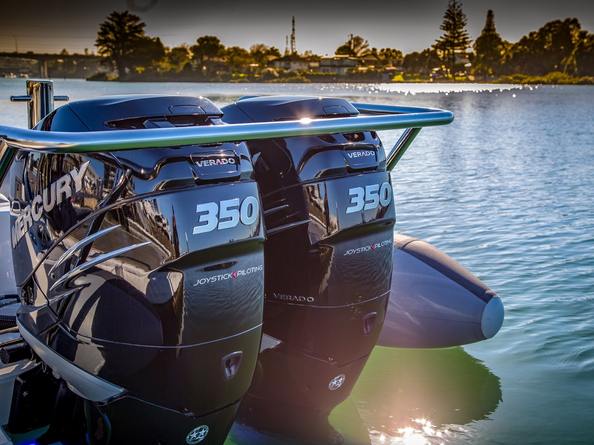 HIGH HORSEPOWER, TWIN OUTBOARD CONFIGURATION